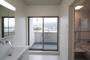 4層目バルコニー付洗濯洗面室&浴室